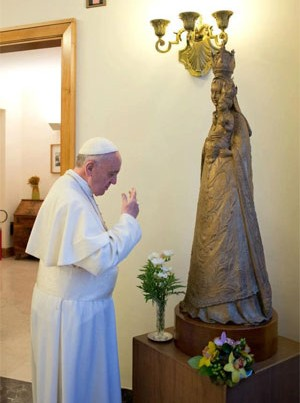 Pope-Francis-Our-Lady-Statu.jpg
